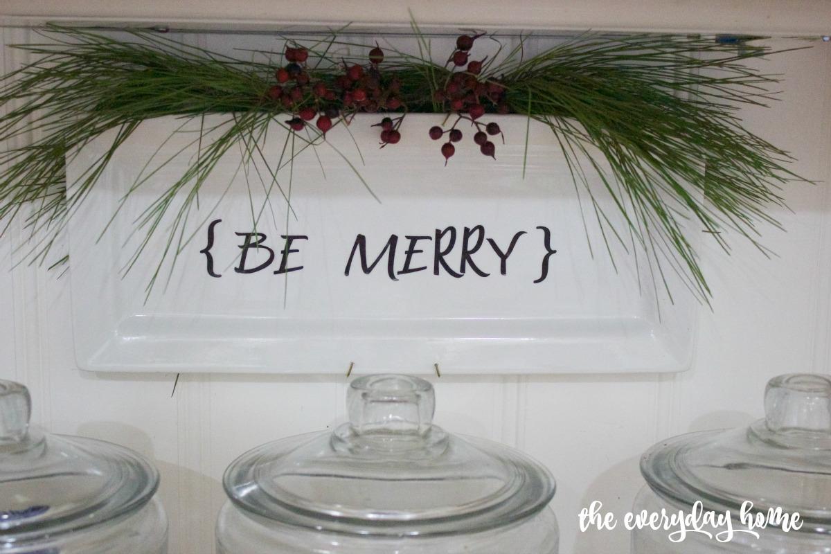 DIY Be Merry Plate   The Everyday Home   www.everydayhomeblog.com