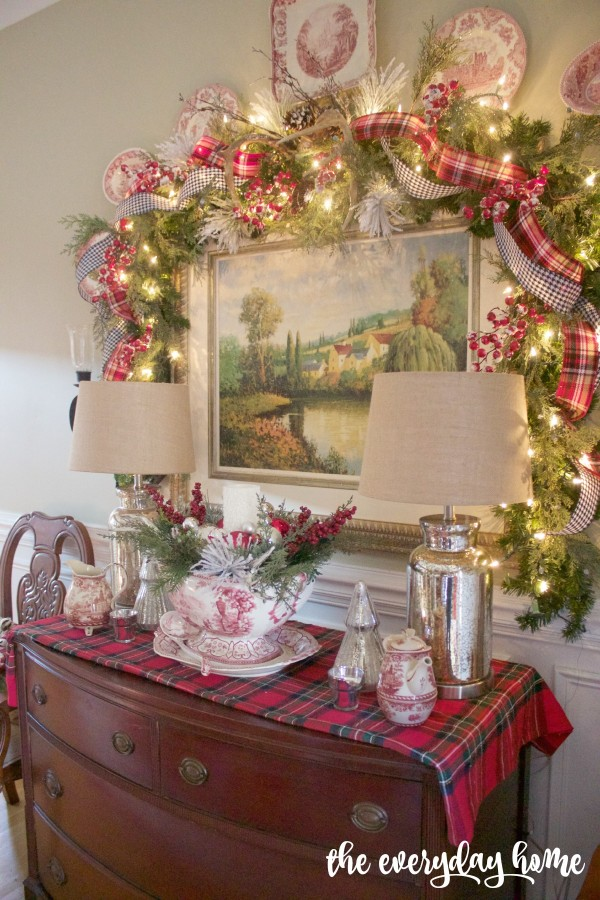 Dining Room Sideboard | 2015 Christmas Dining Room Tour | The Everyday Home | www.everydayhomeblog.com