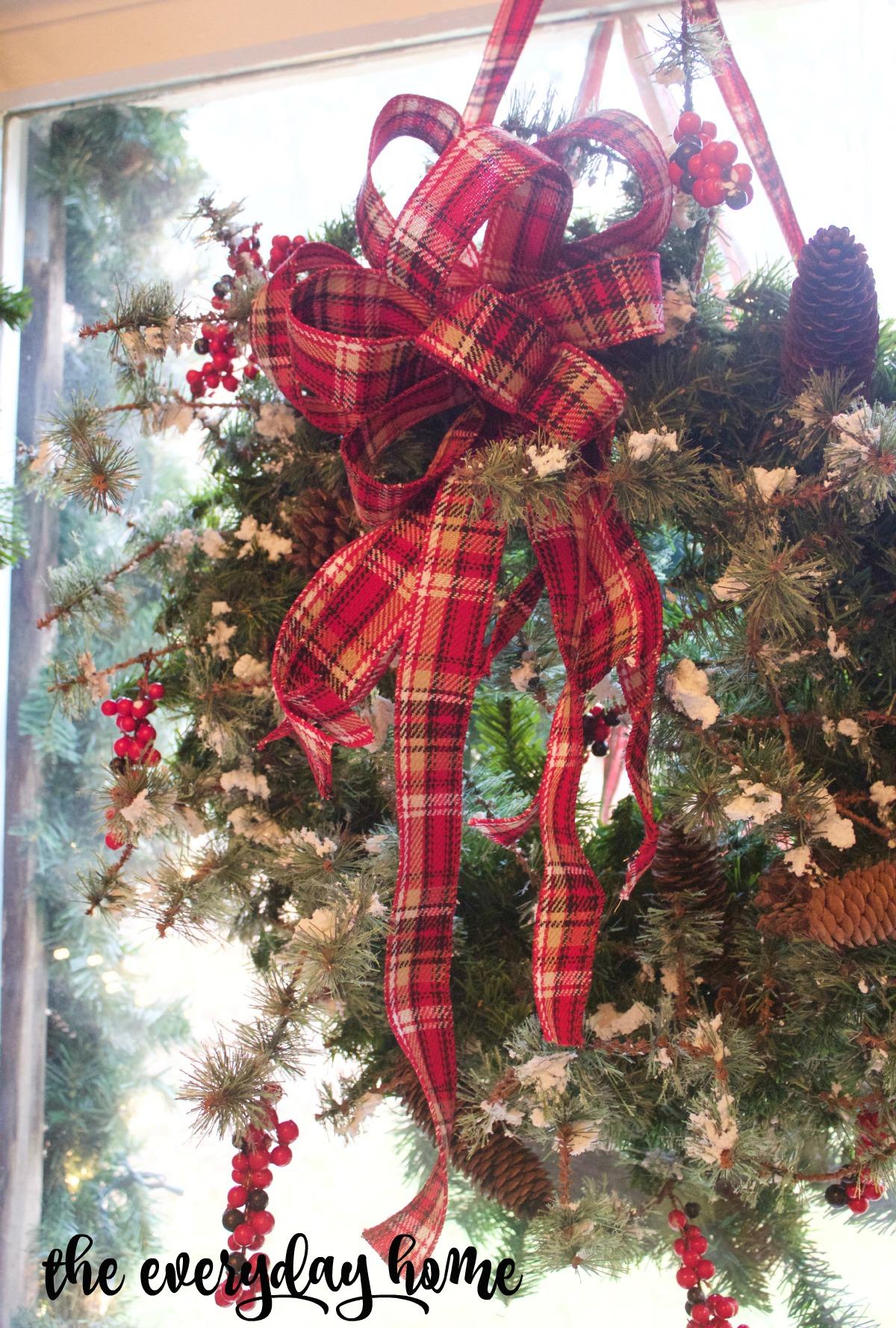 Easy 3-Step Christmas Wreath   The Everyday Home   www.everydayhomeblog.com