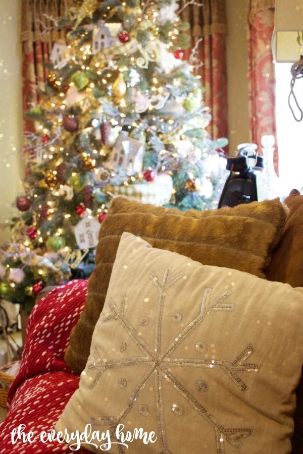 Family Room Snowflake Pillow | 2015 Christmas Home Tour | The Everyday Home | www.everydayhomeblog.com