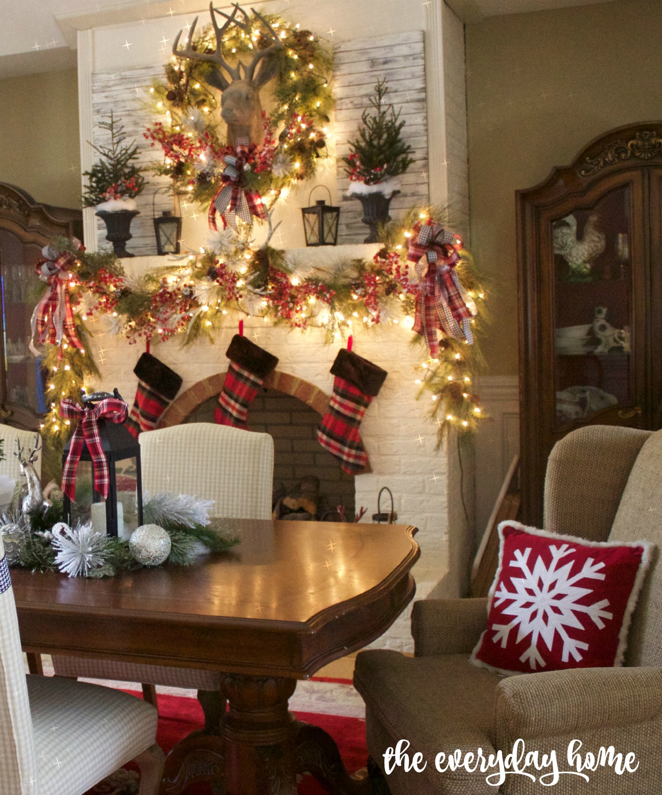 Formal Dining Room | 2015 Christmas Dining Room Tour | The Everyday Home | www.everydayhomeblog.com