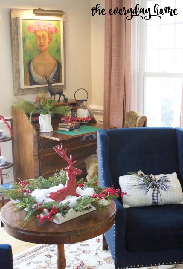 Living Room at Christmas | The Everyday Home Blog | www.everydayhomeblog.com