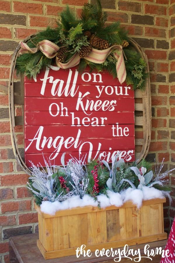 Tobacco Basket Sign | 2015 Christmas Home Tour | The Everyday Home | www.everydayhomeblog.com