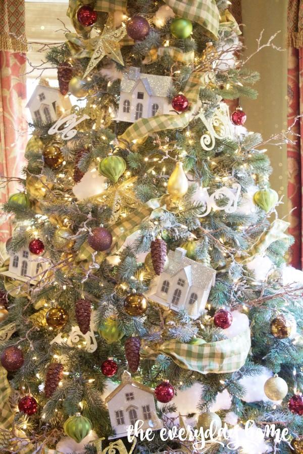 Wintry Homes Christmas Tree | 2015 Christmas Home Tour | The Everyday Home | www.everydayhomeblog.com