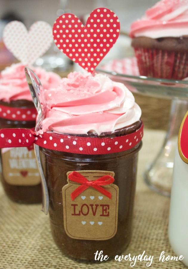 Tri-Color Icing Cupcakes | The Everyday Home | www.everydayhomeblog.com