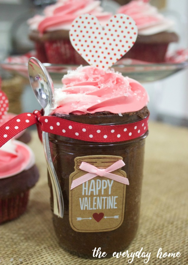 Valentine's Cupcake in a Jar | The Everyday Home | www.everydayhomeblog.com