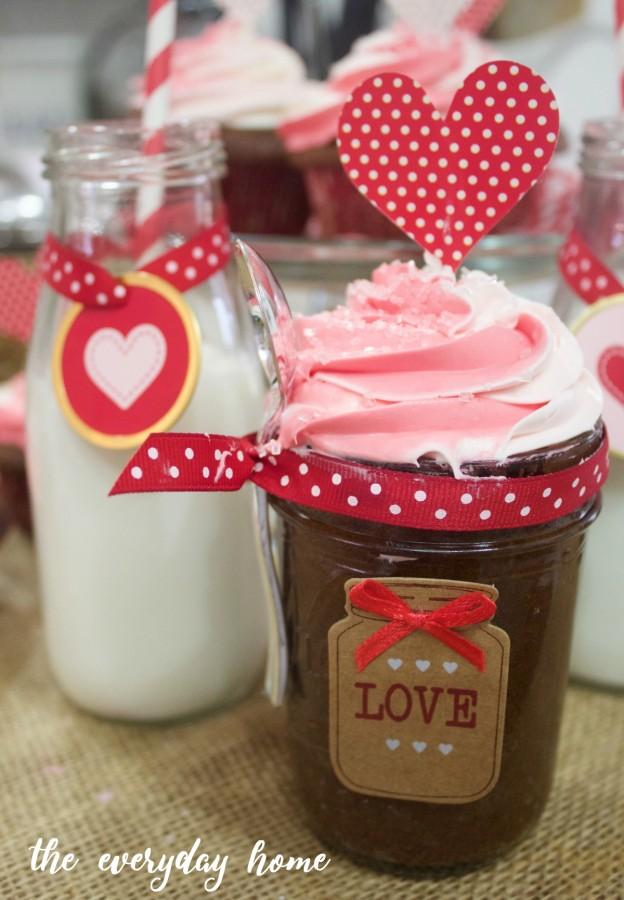 Valentine's Day Cupcakes | The Everyday Home | www.everydayhomeblog.com
