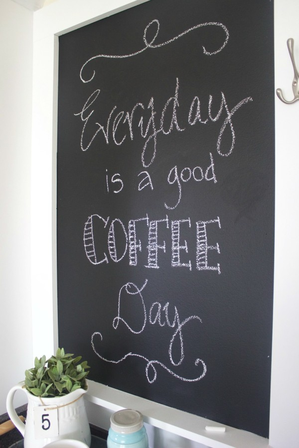 DIY Custom Chalkboard | The Everyday Home | www.everydayhomeblog.com