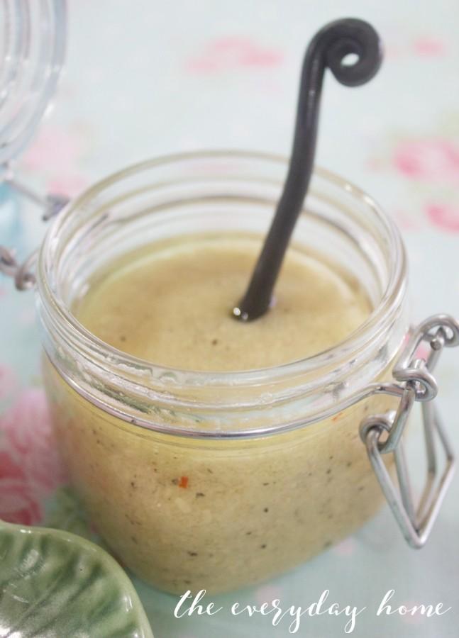 Homemade Tuscan Garlic-Parmesan Dressing | The Everyday Home | www.everydayhomeblog.com