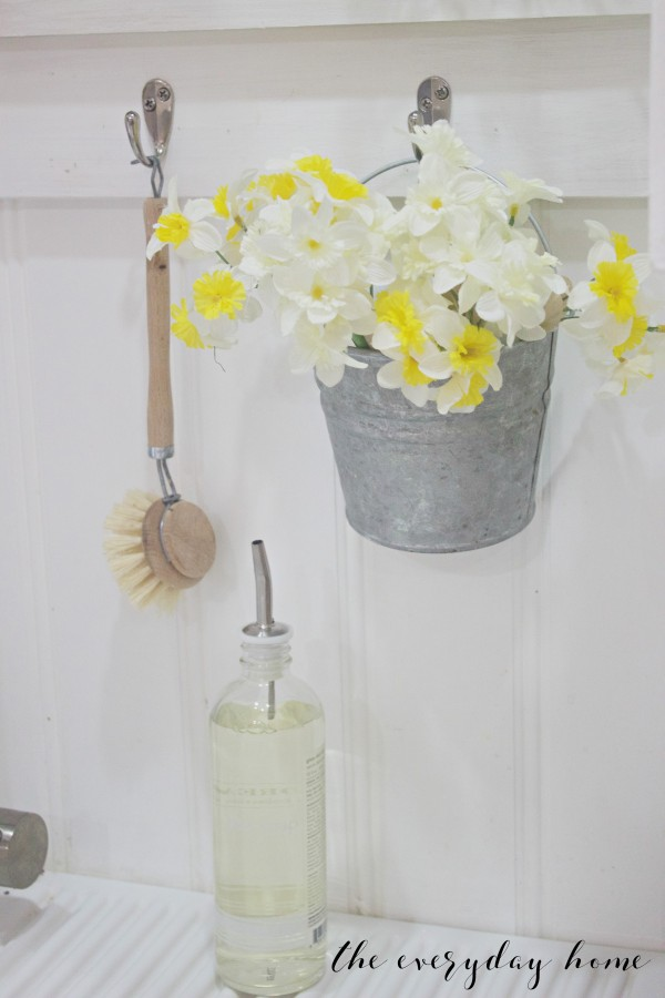 Spring Home Tour | Bucket of Daffodils | The Everyday Home