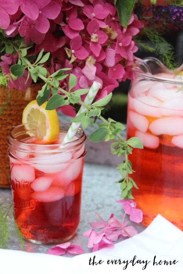 Sparkling Lemonade in the Garden | The Everyday Home | www.everydayhomeblog.com