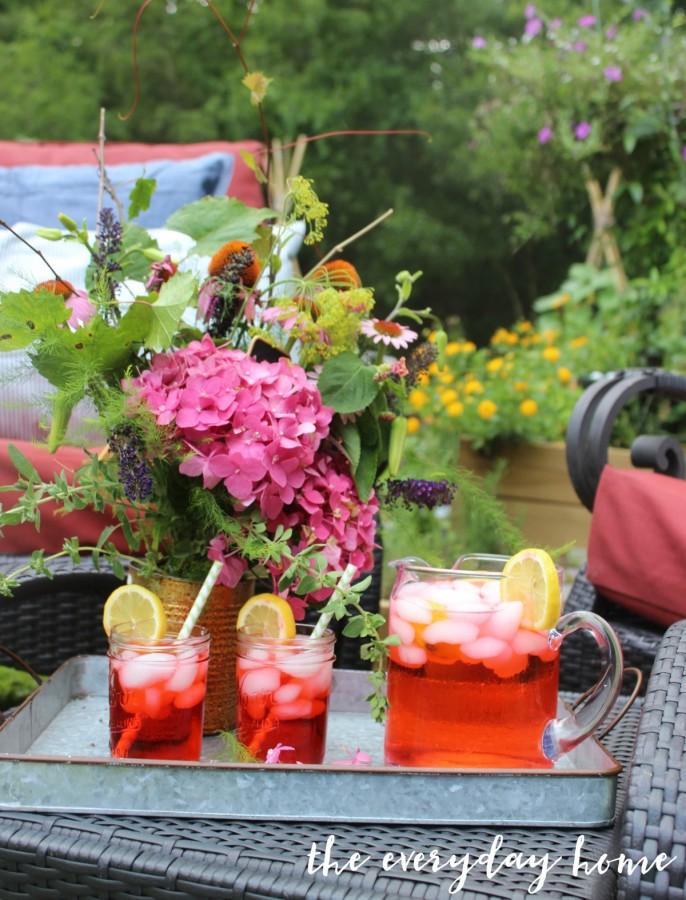Summer in the Garden with Lemonade | The Everyday Home | www.everydayhomeblog.com