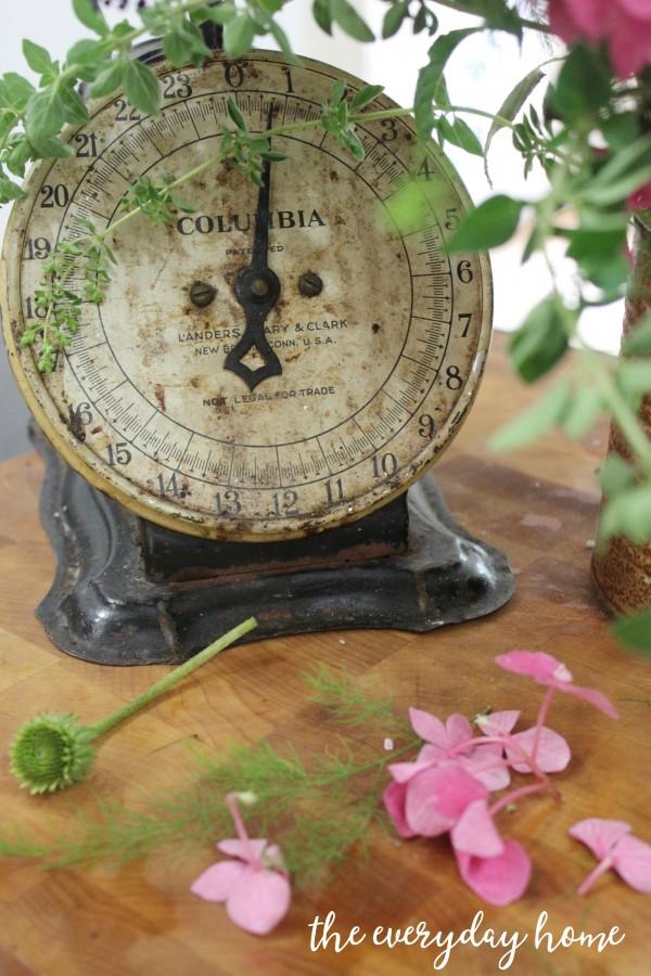 Vintage Kitchen Clock | The Everyday Home | everydayhomeblog.com