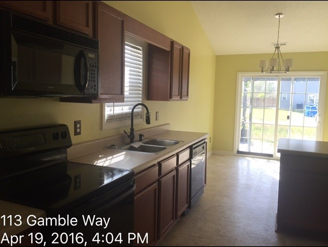 113 Gamble Way Kitchen Before