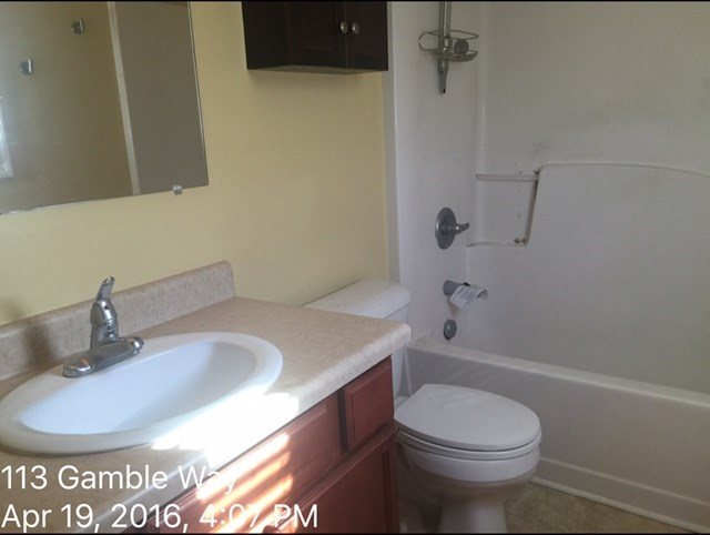 113 Gamble Way Master Bath Before