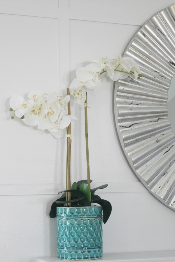 Creating a White Wall Accent | The Everyday Home | www.everydayhomeblog.com