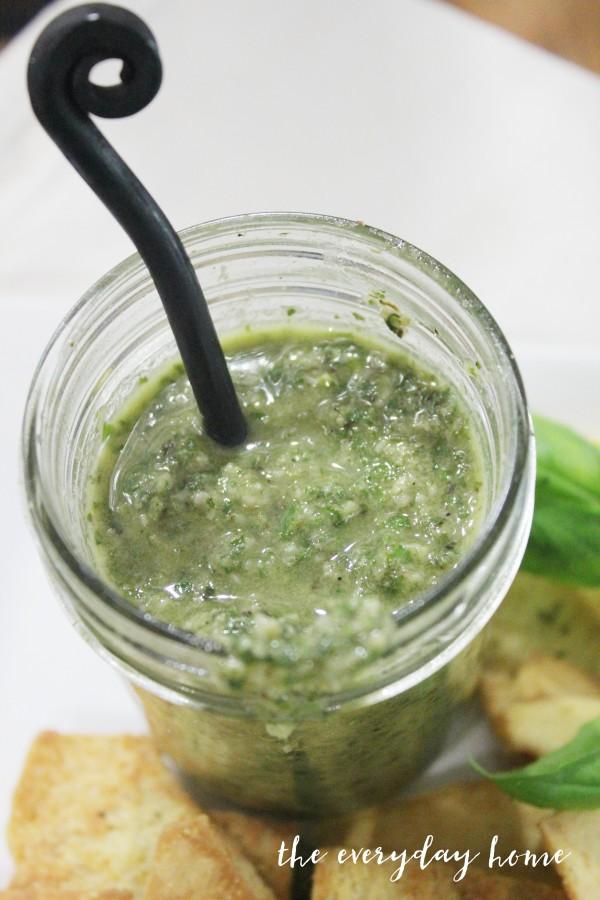 Homemade Pesto Recipe | The Everyday Home | www.everydayhomeblog.com
