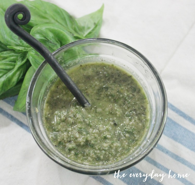 Roasted Garlic Pesto | The Everyday Home Blog | www.everydayhomeblog.com