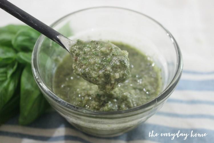 Roasted Garlic Pesto | The Everyday Home | www.everydayhomeblog.com