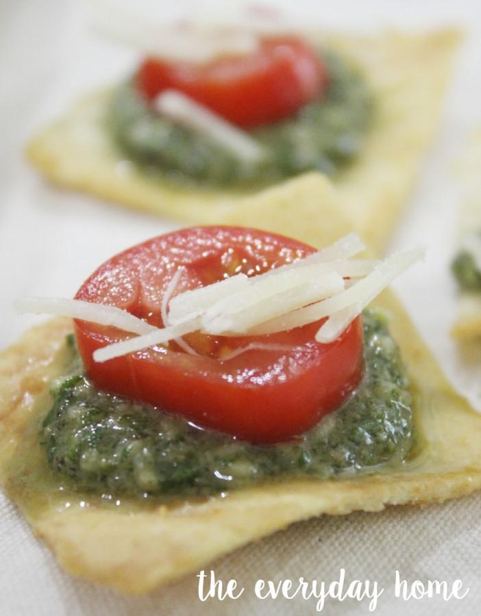 Roasted Garlic Pesto on Pita Crackers | The Everyday Home | www.everydayhomeblog.com