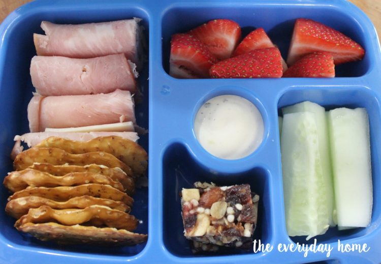 Using a Bento Box for Kids Lunch | The Everyday Home | www.everydayhomeblog.com