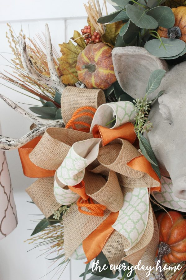 adding-a-bow-to-update-a-fall-wreath | the everyday home | www.everydayhomeblog.com