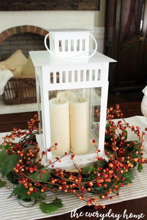An-Easy-Lantern-Berry-Wreath | The Everyday Home | www.everydayhomeblog.com