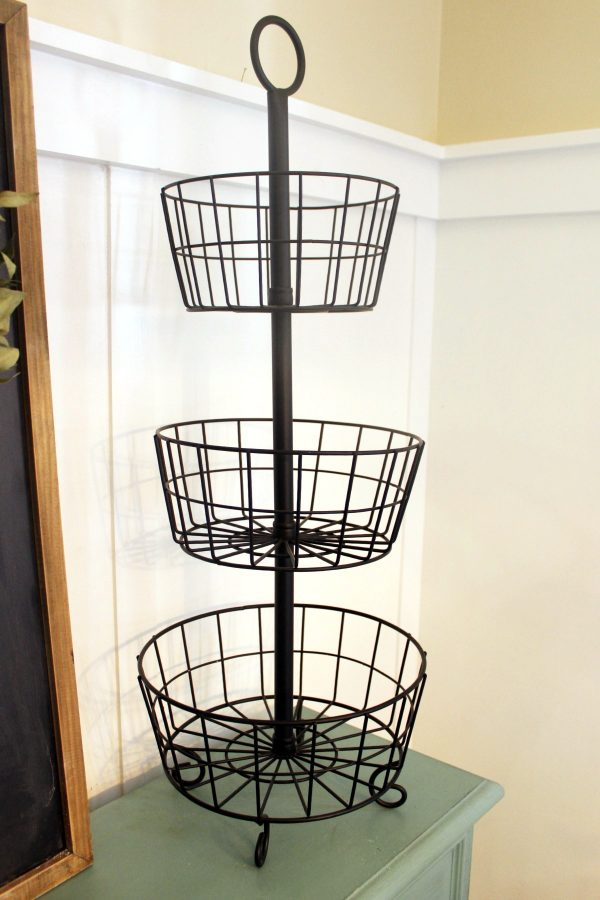 Metal Tiered Stand | The Everyday Home | www.everydayhomeblog.com