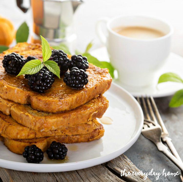 Easy Pumpkin French Toast Recipe | The Everyday Home | www.everydayhomeblog.com
