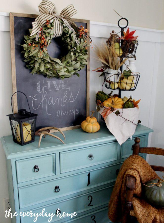 traditional-fall-vignette-the-everyday-home-www-everydayhomeblog-com