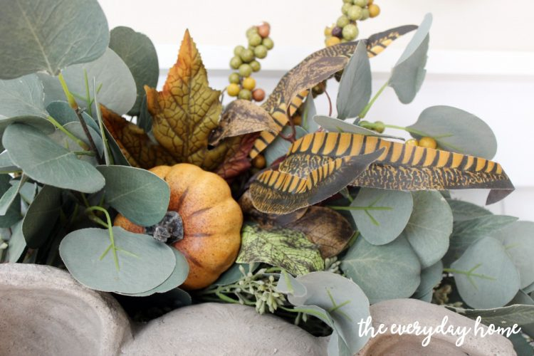 updating-a-wreath-with-floral-picks | the everyday home | www.everydayhomeblog.com