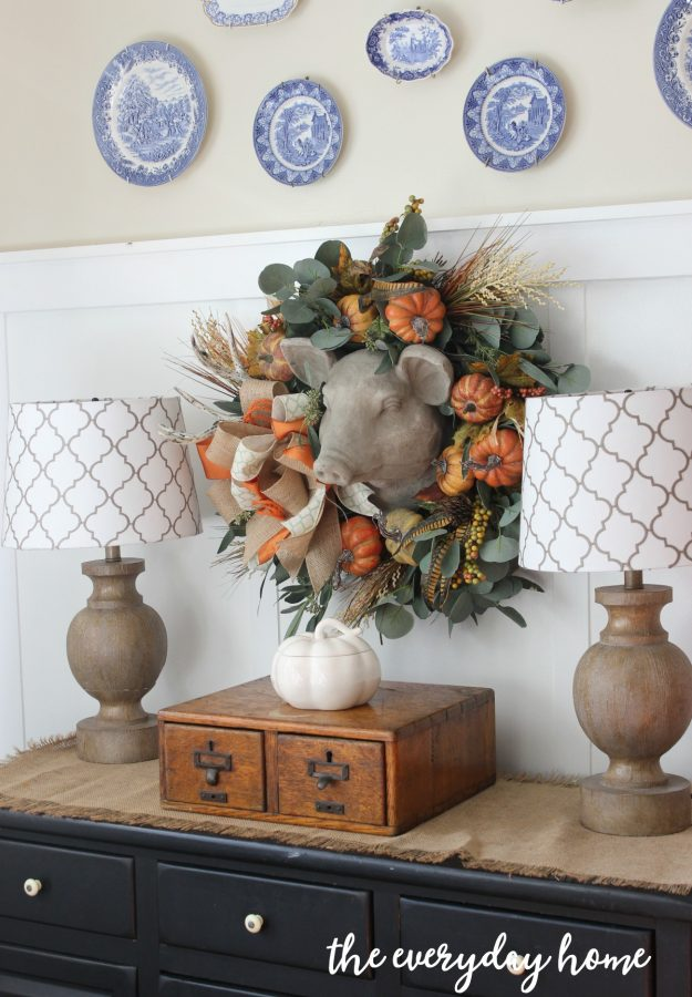 using-floral-picks-to-update-a-fall-wreath | the everyday home | everydayhomeblog.com