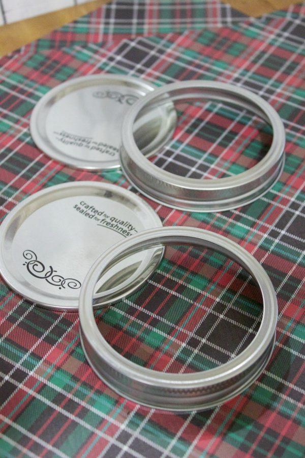 christmas-ornament-wide-mouthed-jar-lids | The Everyday Home | www.everydayhomeblog.com
