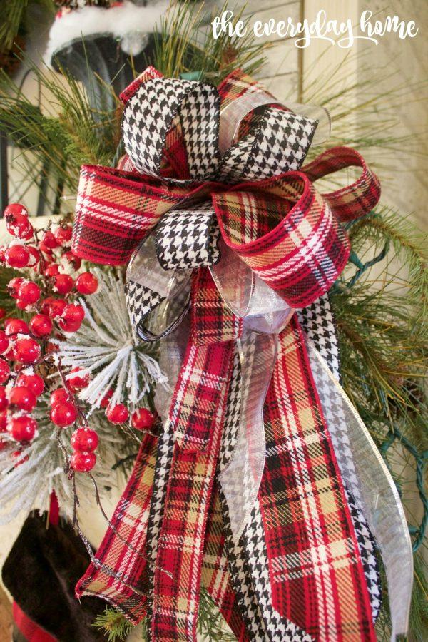 Tartan Plaid and Houndstooth Christmas Bow | The Everyday Home | www.everydayhomeblog.com