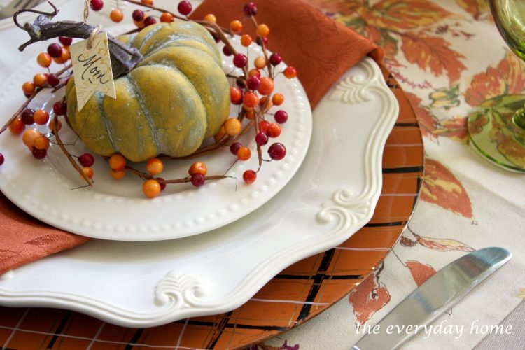 easy-fall-plaid-chargers | The Everyday Home | www.everydayhomeblog.com