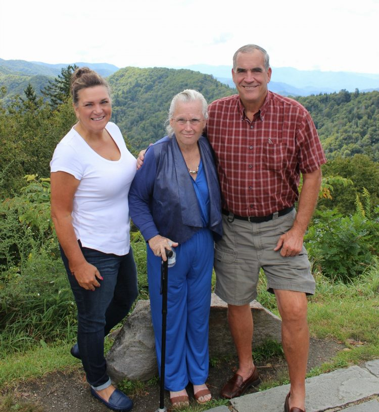 family-pic-nc-mountains | The Everyday Home | www.everydayhomeblog.com