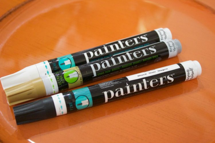 using-markers-to-create-a-fall-plaid-charger | The Everyday Home | www.everydayhomeblog.com