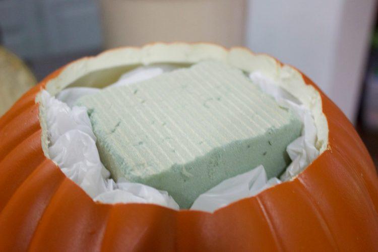 preparing-the-pumpkin-for-pumpkin-candleholder-planter | The Everyday Home | www.everydayhomeblog.com