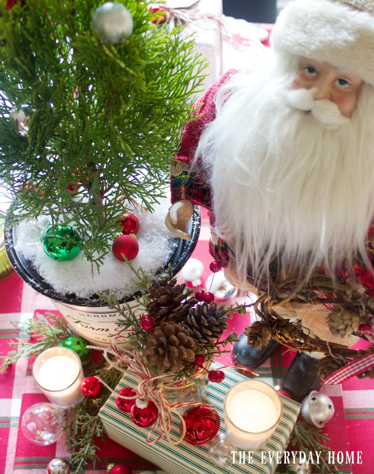 a-santa-christmas-tablescape