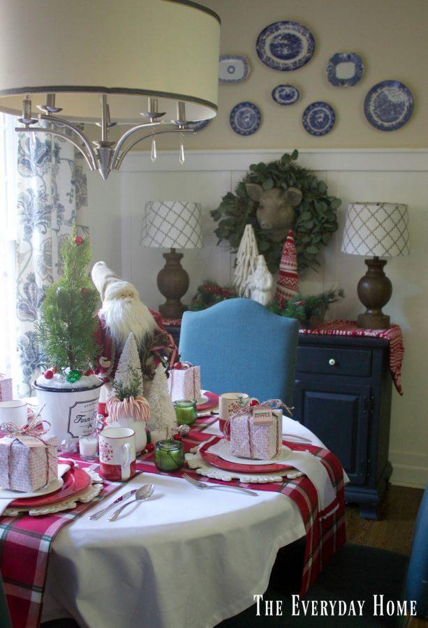 breakfast-room-santa-table  The Everyday Home   www.everydayhomeblog.com