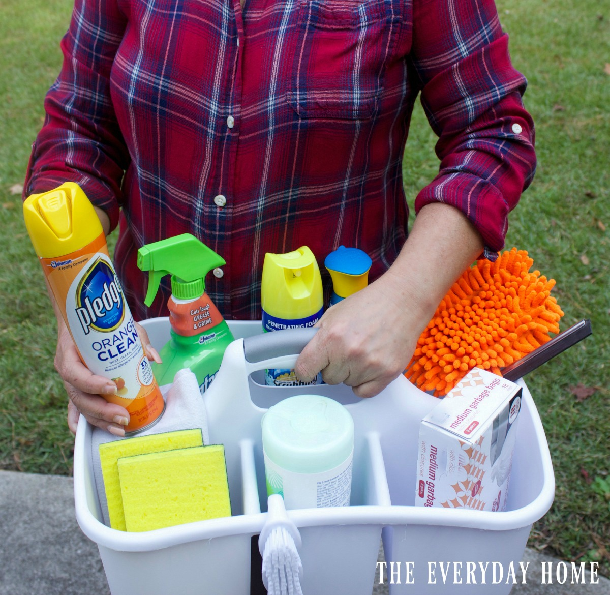 creating-a-mini-cleaning-caddy   The Everyday Home   www.everydayhomeblog.com