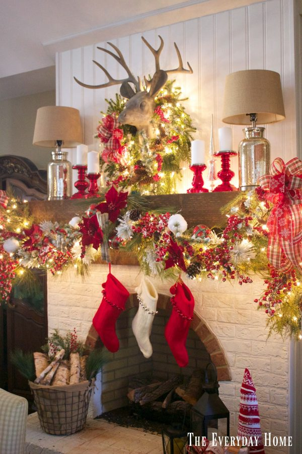 festive-christmas-mantel | The Everyday Home | www.everydayhomeblog.com