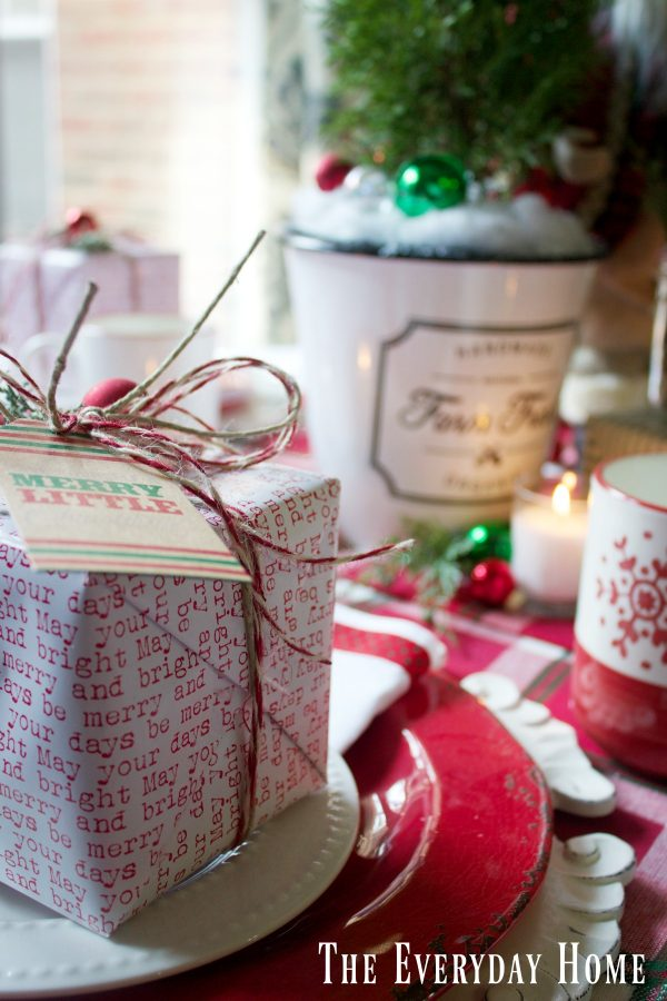 how-to-create-a-santa-christmas-tablescape