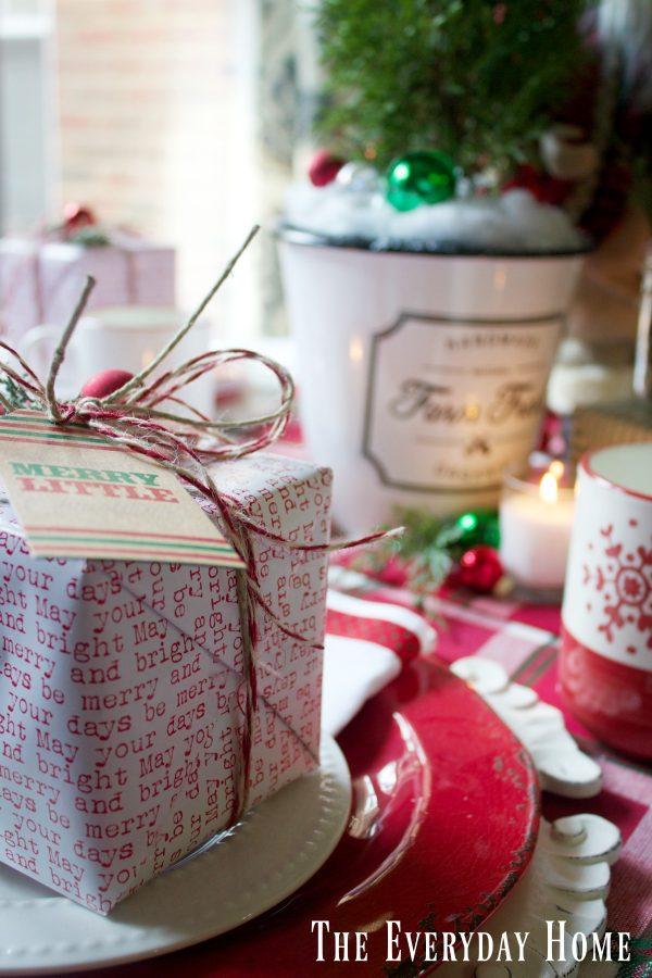 how-to-create-a-santa-christmas-tablescape