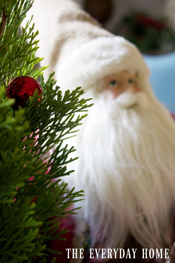 jolly-santa-in-a-christmas-tablescape
