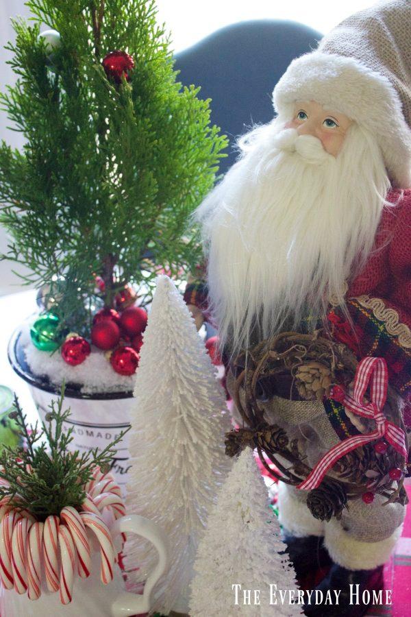 santa-centerpiece |The Everyday Home | www.everydayhomeblog.com