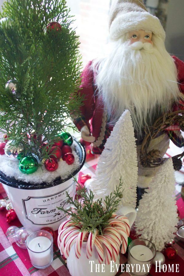 santa-christmas-table-centerpiece  The Everyday Home   www.everydayhomeblog.com