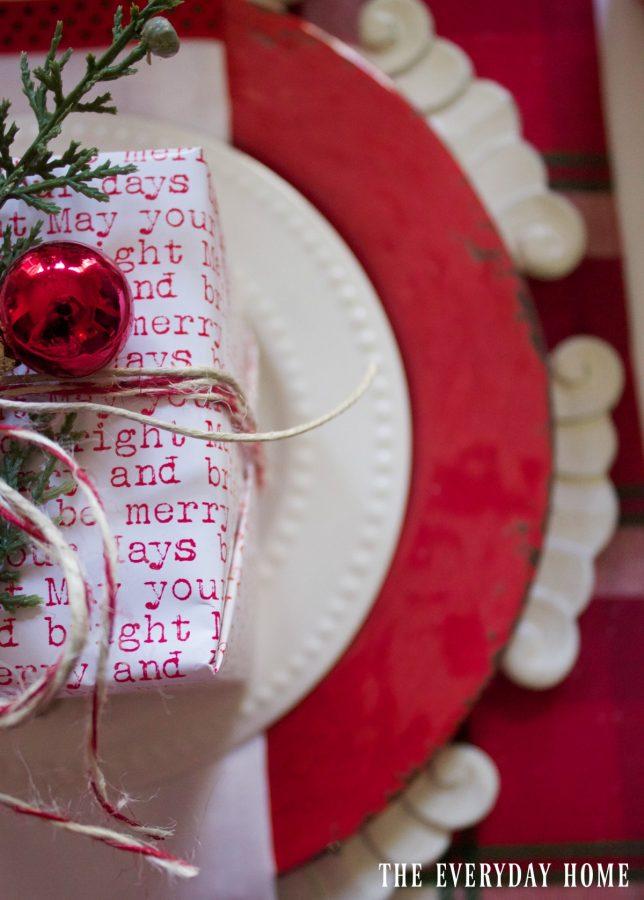 santa-christmas-tablescape-placesetting  The Everyday Home   www.everydayhomeblog.com
