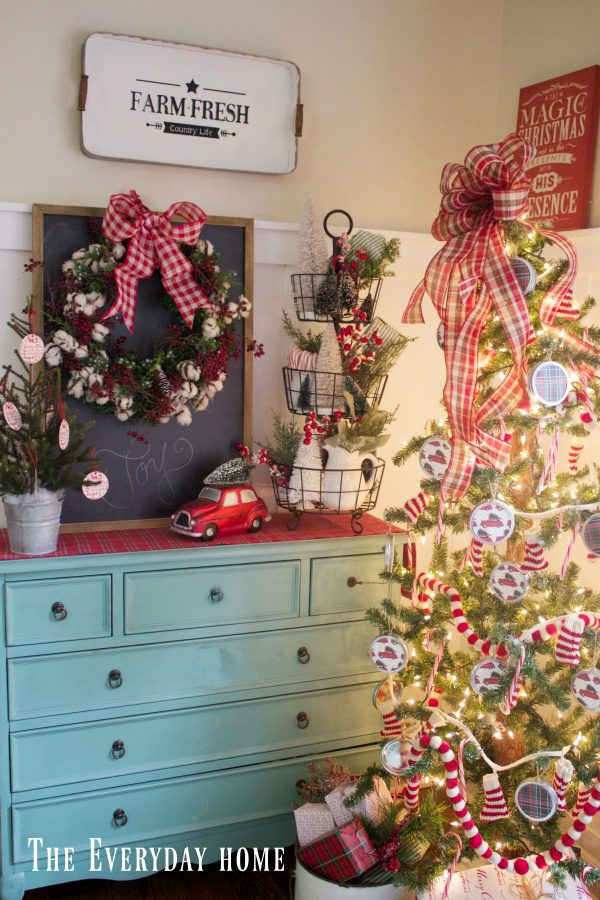 an-old-fashioned-christmas-breakfast-room-chest