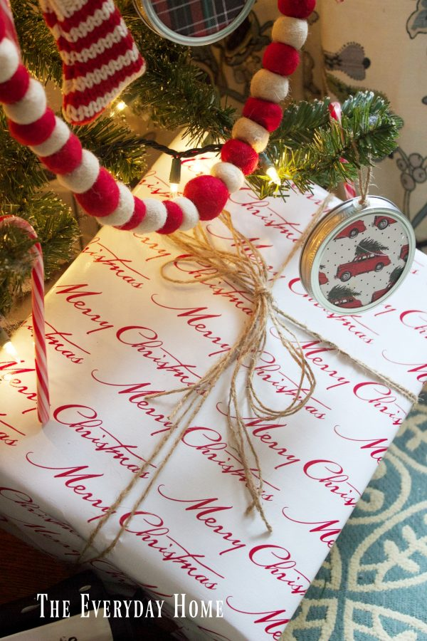 an-old-fashioned-christmas-wrapped-gifts